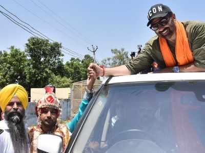 BJP's Gurdaspur candidate actor Sunny Deol escapes unhurt in mishap
