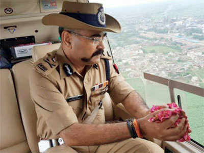 UP cop defends flower shower on Kanwariyas