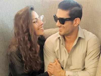 Prateik Babbar collaborates with filmmaker-wife Sanya Sagar for a single
