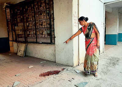 Narhegaon resident stabbed by carjackers