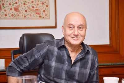 Anupam Kher's mother cannot recognise her son in The Accidental Prime Minister