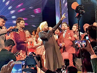 Daler Mehndi performs at Kapil Sharma and Ginni Chatrath's Amritsar reception