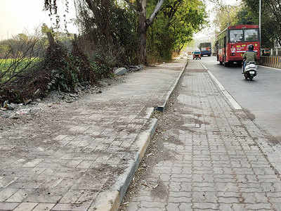 Wakdewadi pavement cleared of soil mounds