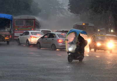 Mumbai traffic gets disrupted due to heavy rains
