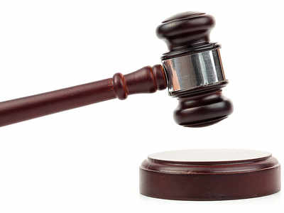 Court acquits doctor of raping minor in his car