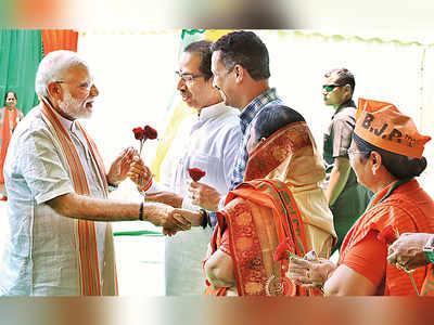 'Chowkidar chor nahi hai': PM Modi, Uddhav Thackeray share dais after 3 years, attack Congress