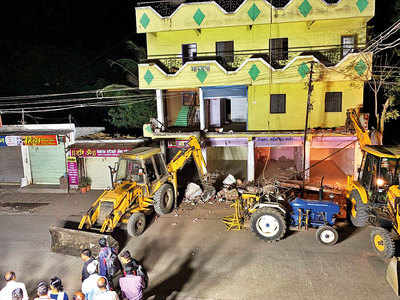 Two months after SC order, Chakan Municipal Council begins demolition of illegal building