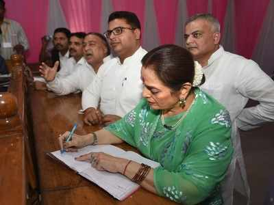 Poonam Sinha files nomination papers from Lucknow