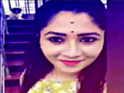 Soujanya's dad files plaint against Vivek