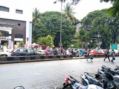 Locals demand speed bumps on Shastri Rd