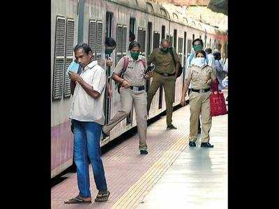 62 per cent Mumbaikars in no mood to ride locals