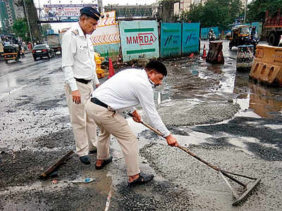 MMRDA, these two cops are doing your job