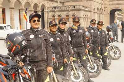 Motorcycle expedition started from Bhopal by women Army officers reaches Pune