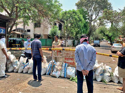 Mahatma Society shuts access road to neighbourhood
