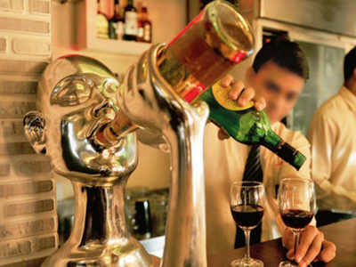 Nashik, Pune launch e-token system for liquor sale even as Maharashtra govt plans home delivery from this week