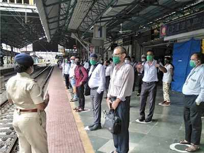 Mumbai: Six people including three BEST workers booked for not following social distancing norms
