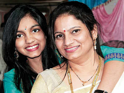 Small-time actress kills daughter, commits suicide