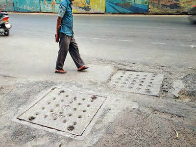 Civic body fixes open manhole on Karve Rd