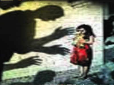 Auto driver molests school student