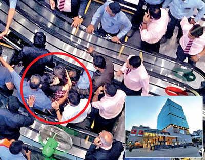5-year-old's foot gets stuck at Pavillion mall escalator
