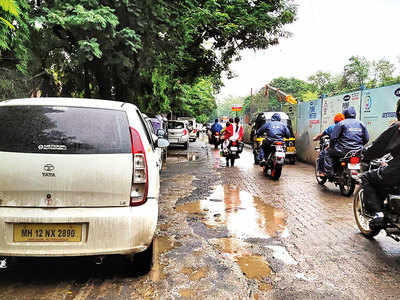 Parking on Sassoon Rd leads to traffic woes