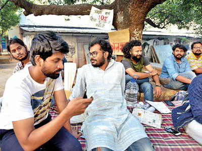 FTII pupils go on hunger strike over hiked fees