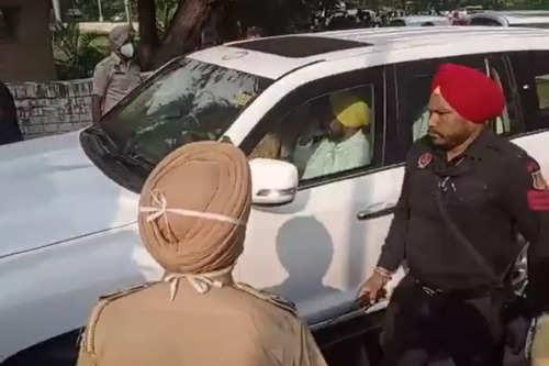 Punjab CM Charanjit Singh Channi reaches Punjab Bhawan in Chandigarh, meeting with Navjot Sidhu to begin soon