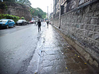 Debris blocks cleared at Budhwar Peth footpath