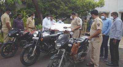 Gang of 'caretakers' held for looting senior citizens