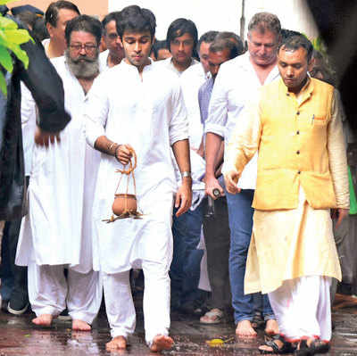 Shashi Kapoor's mortal remains cremated with state honours