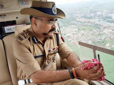 UP cop defends flower shower on Kanwariyas