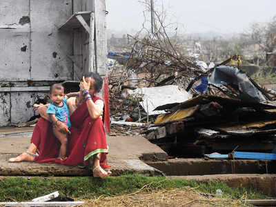 Cyclone weakens, but pummels Bangladesh