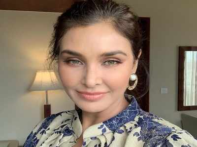 Lisa Ray shares her unfiltered photo on social media, asks 'Do we have the courage to be seen as we are?'
