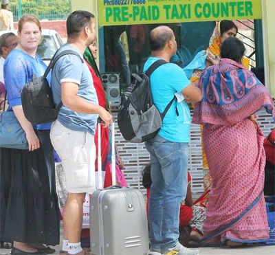 Tourist taxi drivers threaten stir from Jan 11