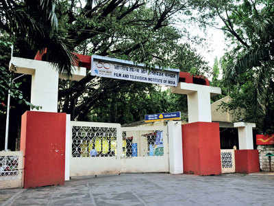 FTII strips students of right to pick films for screening