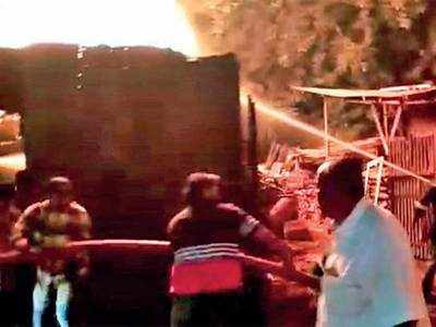 Fire at Delhi Darwaja due to firecrackers