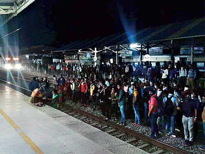 Railways restores Dahanu-Churchgate service after commuters protest new notification