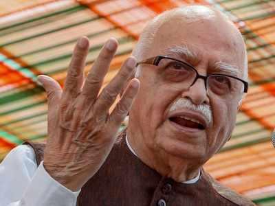 LK Advani pens a blog: BJP leaders wonder if he read Congress manifesto