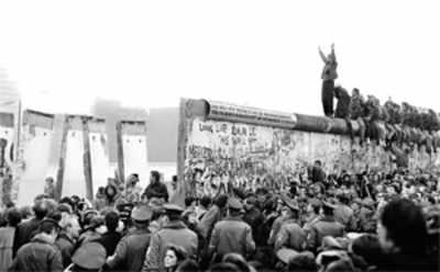 In city, on 25th anniv of Berlin Wall razing