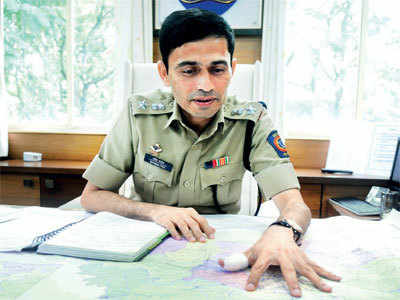 Pune: New rural SP asks for books, not bouquets from visitors, which he can then send to students in Gadchiroli