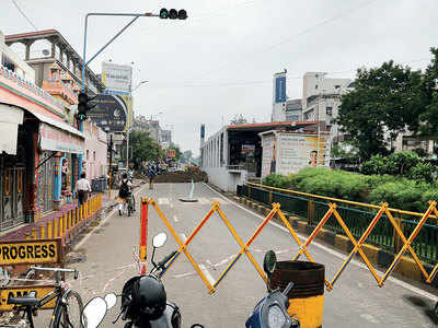 Cave-in in Maninagar hassles commuters