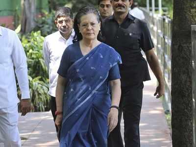 Sonia Gandhi meets Mumbai Congress chief Eknath Gaikwad as Urmila Matondkar and Kripashankar Singh quit party