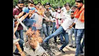 Jaipur: Saffron flag torn, Hindu organisations hold protest