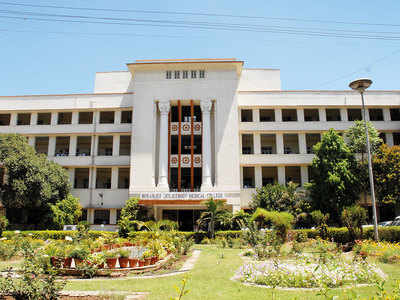 BJ medical college serves notices to 1,318 docs for shunning bonds