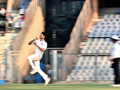 Ranji Trophy: Royston Dias' three wickets help Mumbai maintain first innings lead against Gujarat; Tushar Deshpande injured