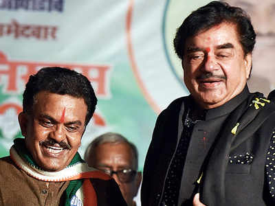Shatrughan Sinha campaigns for Sanjay Nirupam, gets spontaneous response from Congress workers