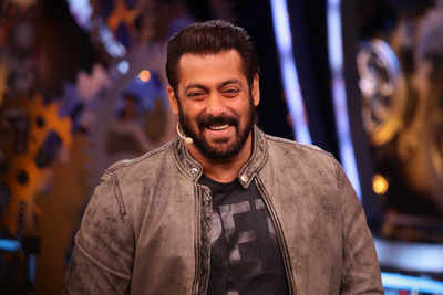 Live Updates: Bigg Boss 11 Weekend Ka Vaar with Salman Khan, Episode 34, Day 34, 4th November 2017: Bandagi Kalra and Puneesh Sharma kiss each other