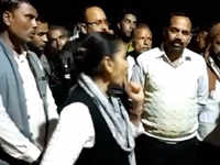 MP: BSP MLA Rama Bai misbehaves with 'mandi' employees, justifies her behaviour