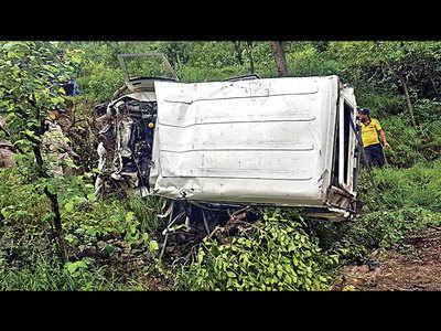 Nine children killed after bus falls into gorge