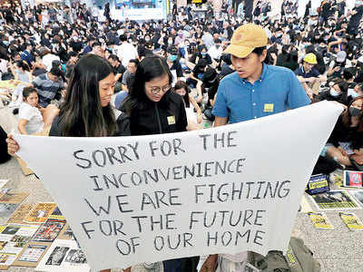 Protesters occupy Hong Kong airport